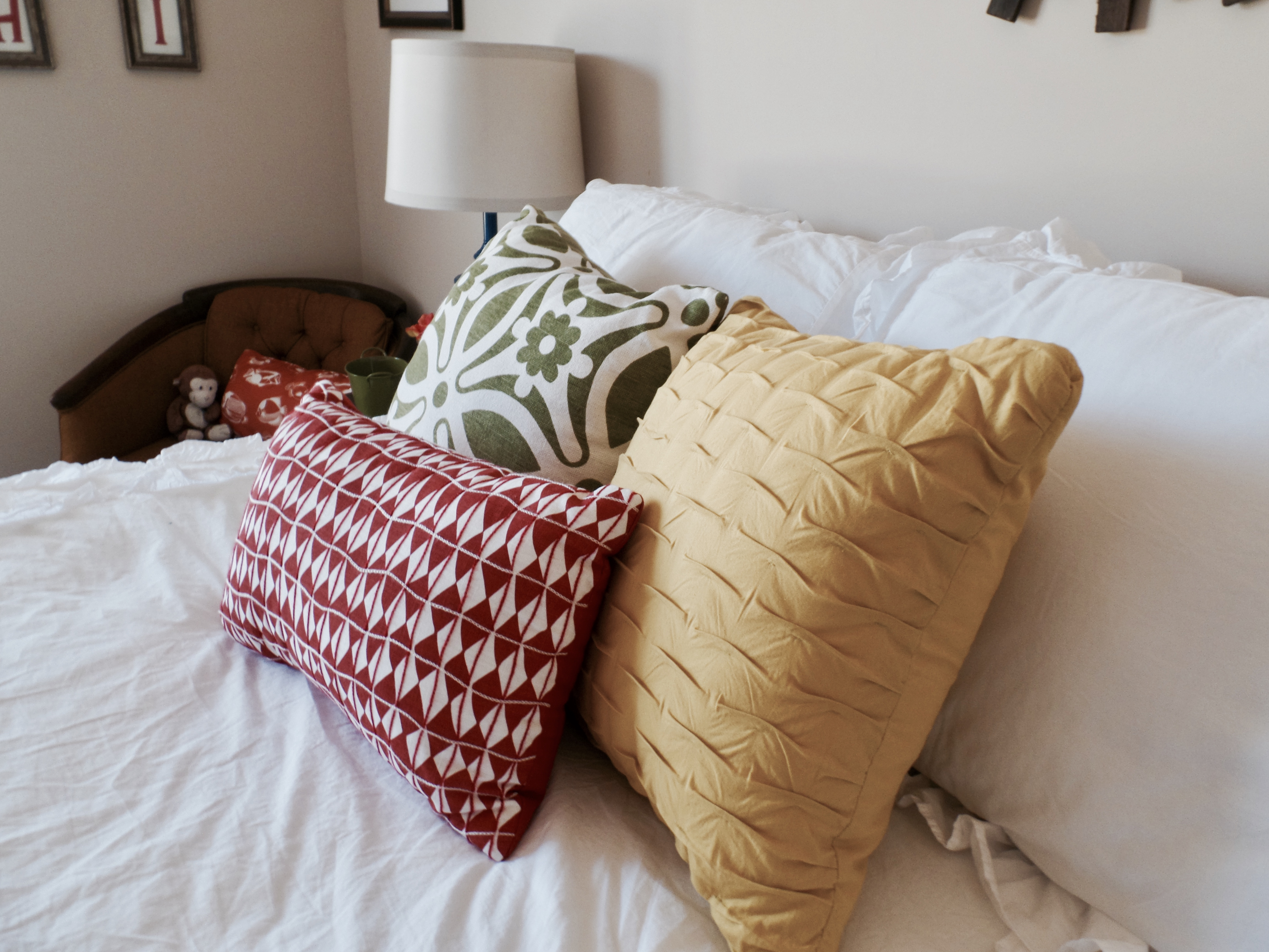 Getting Creative And Thrifty To Decorate A Guest Bedroom
