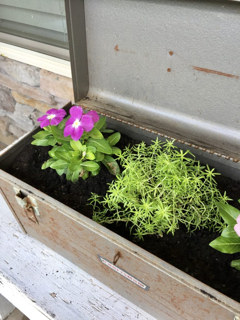 DIY farmhouse style planter using a rusty craftsman toolbox - diy planters from vintage finds