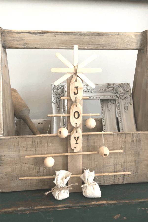 DIY christmas decor - rustic christmas tree