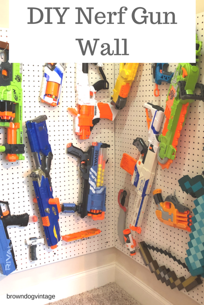 An easy DIY project you can do in one afternoon - A DIY nerf gun wall! Get those nerfs off the floor and organized with this simple project  #diyprojects #nerfgunwall #diynerfstorage #organizingtoys