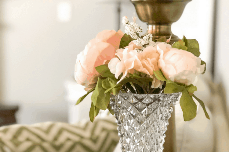 Frugal and thrifty decorating ideas - faux flowers