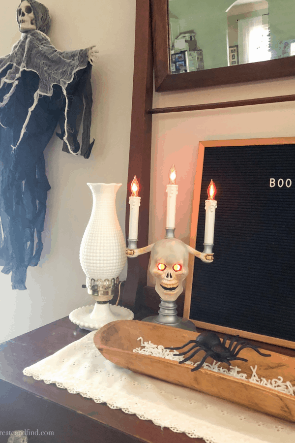 Cheap Halloween Decorations - letter board and thrift store finds #createandfind #halloweendecor #cheaphalloweendecor
