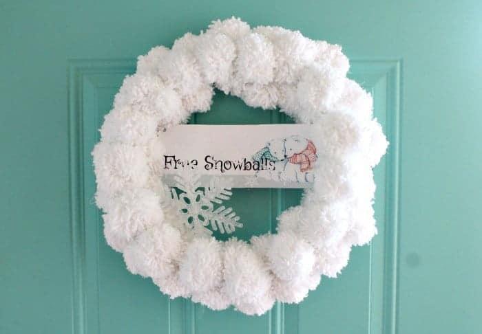 DIY Christmas pom pom wreath