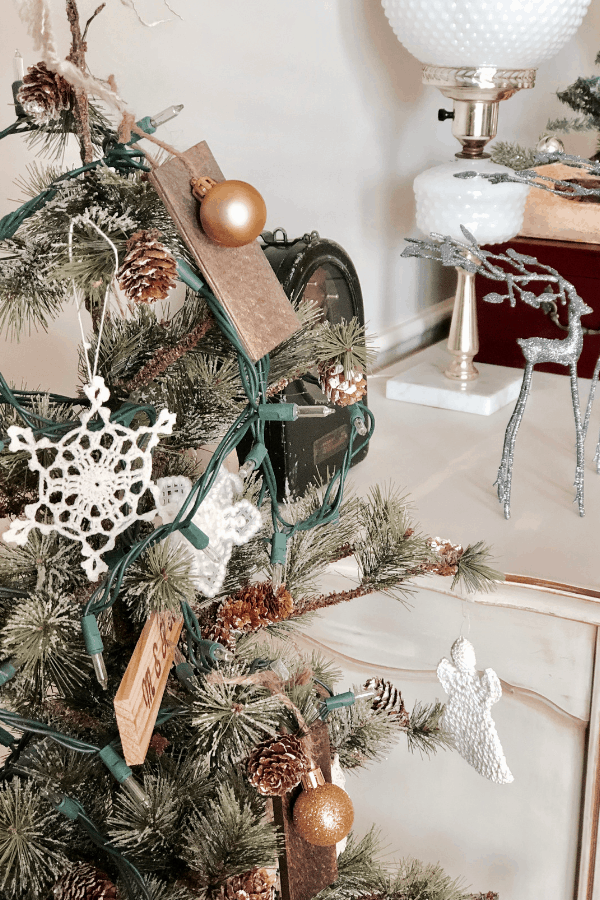 DIY Wood Ornaments using wood shims. An easy Christmas craft you can make this year for some rustic Christmas decor #createandfind #diyprojects #christmascrafts #diyornaments
