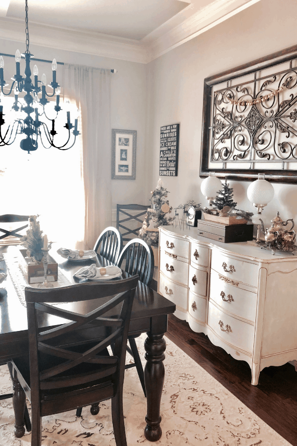 Neutral Christmas dining room with 2 simple homemade ornaments #createandfind