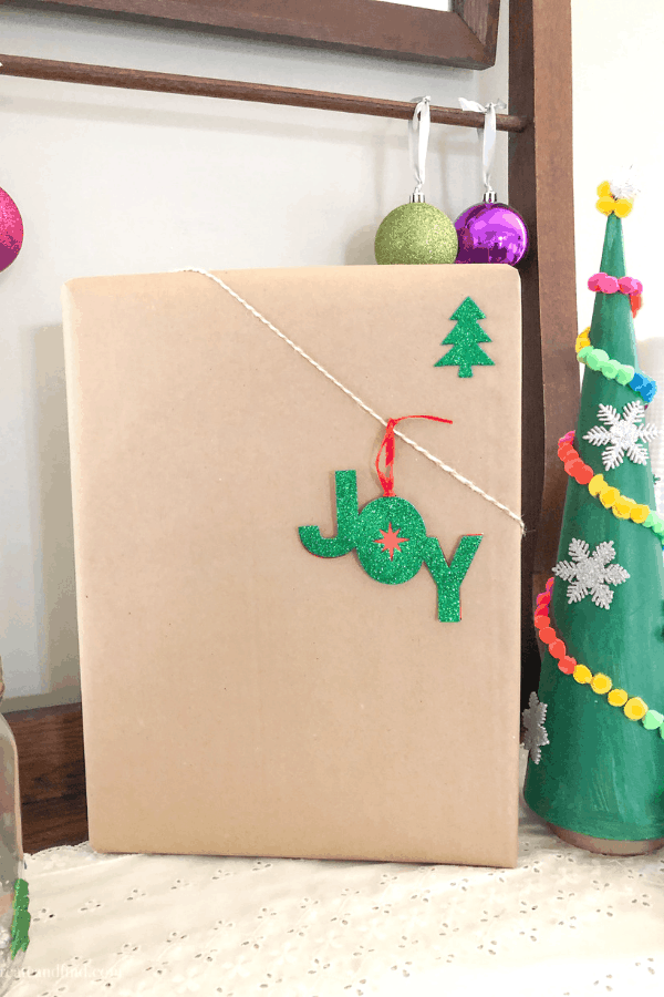 Christmas wrapping ideas with craft paper, ribbon and twine. Add some ornaments or stickers and it's easy gift wrapping this year that looks amazing! #createandfind #giftwrappingideas #Christmas